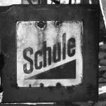 Historisches Verkehrszeichen: Schule (um 1927)